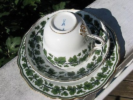 Green-Leaf-Motif-Meissen-Teacup-Saucer-and